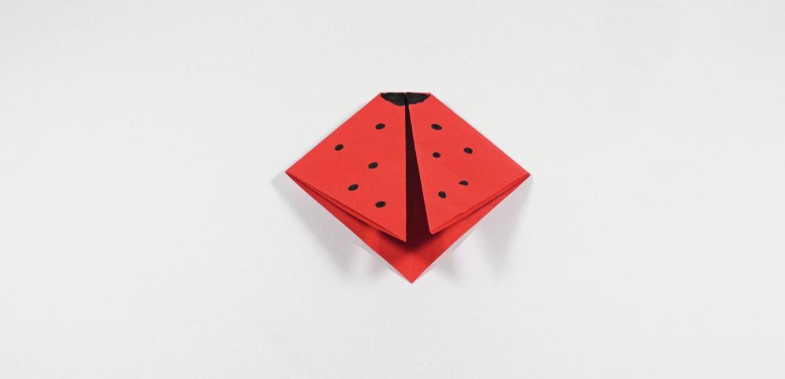 Marienkäfer aus rotem Papier