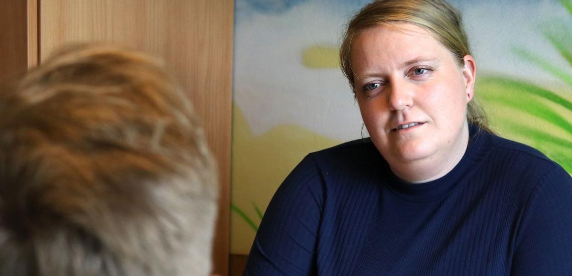 Schutzbeauftragte Vera Rodenstock vom Jugendhilfezentrum Manege in Berlin im Gespräch