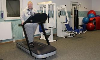 Manuel Eichinger im Fitnessraum in Aschau-Waldwinkel