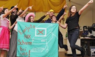 Jugendliche bei Theaterprobe im Don Bosco Jugendzentrum im Amstetten