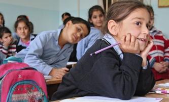 Kinder in Schulklasse im Libanon