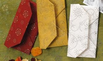 Umschläge aus buntem Papier